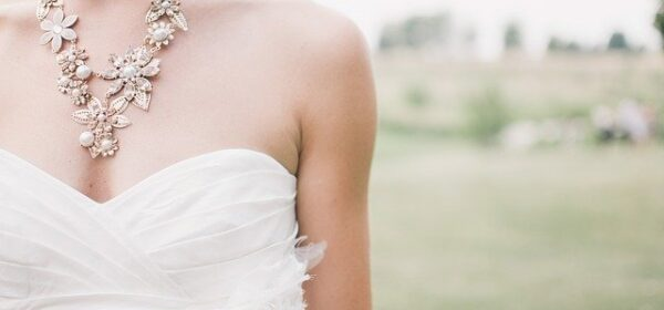 How to Match a Wedding Dress With Your Bridal Fashion