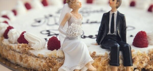 The Difference Between Traditional Wedding Cakes and Those Made With Fondant